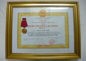 Đón nhận Huân chương Lao động Hạng nhì và Hạng ba